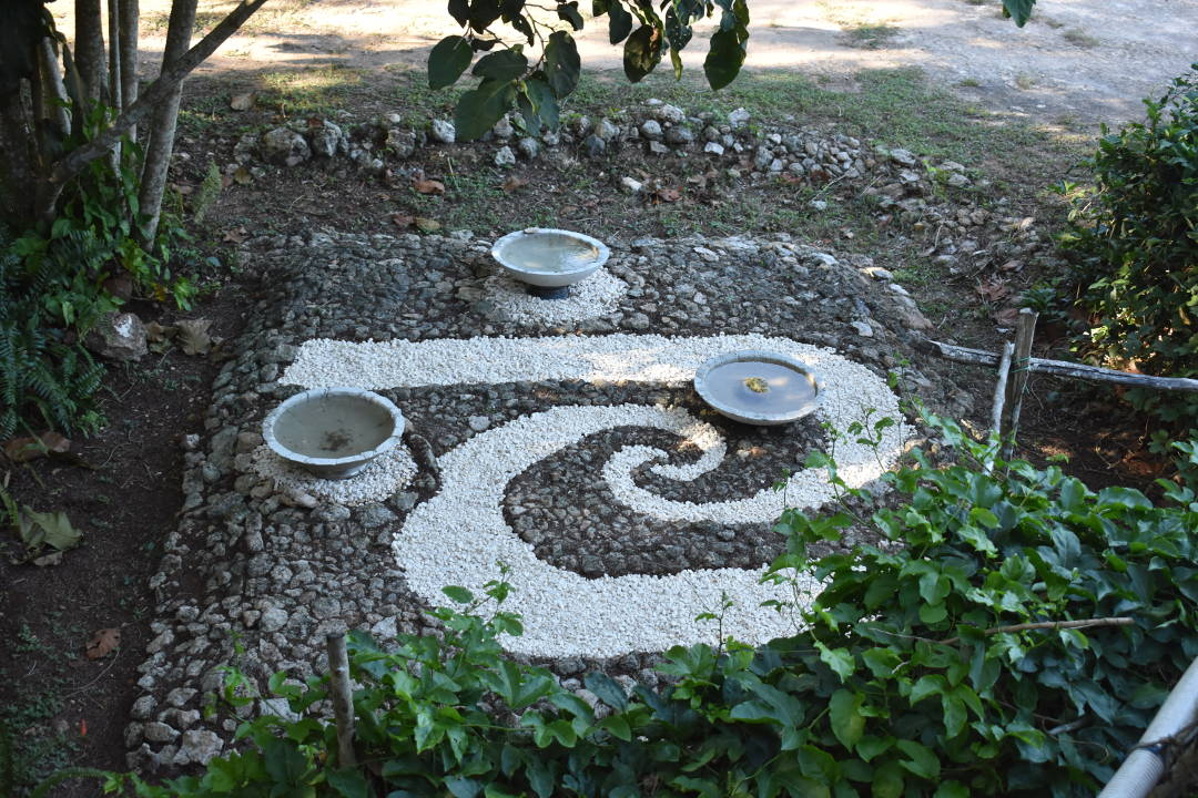 Decorare il giardino con le pietre lezioni di - Giardini decorati ...